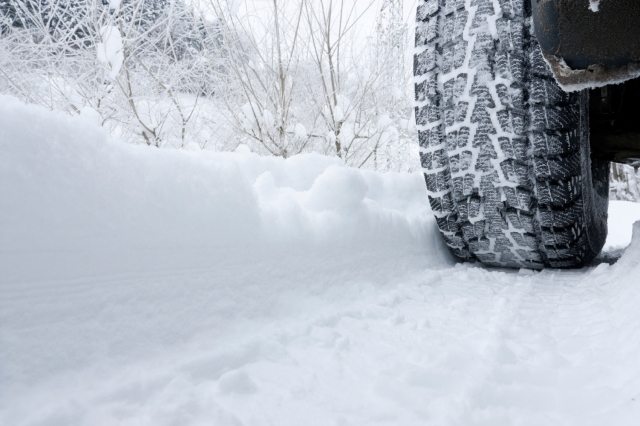 tire-in-snow